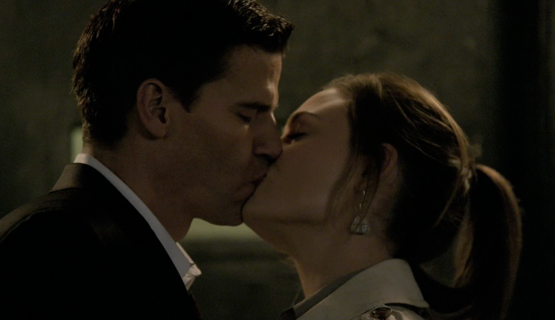 when does brennan and booth hook up